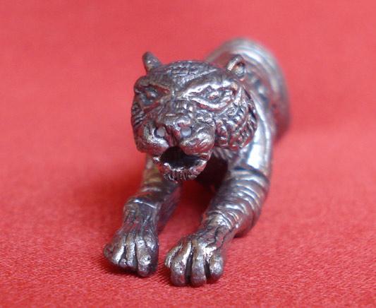 เสือเจ้าสัวพิทักษ์ทรัพย์ หลวงปู่แย้มวัดตะเคียน เนื้อชินตะกั่ว คงกระพันกับเมตตารวมกันแถมมีประสพการณ์ 1