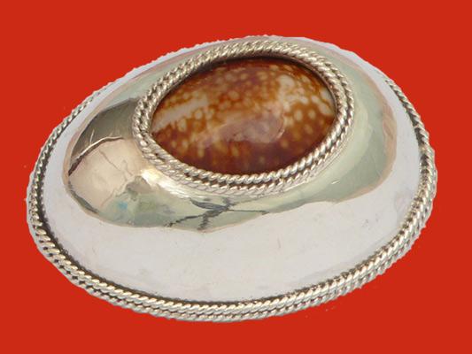 เบี้ยแก้หุ้มเงินแท้ แบบเปิดหลัง หลวงปู่เจือ วัดกลางบางแก้ว รอยจารจากหลวงปู่ครบ สุดสวยหายาก