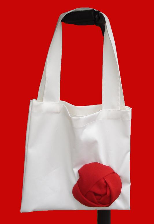 กระเป๋าผ้าลดโลกร้อนประดับด้วยดอกกุหลาบ ขนาดกำลังสะพาย สวยคลาสสิค