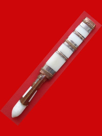 มีดหมอปากกา สามกษัตริย์ ขนาดใบมีด 2.5 นิ้ว  หลวงพ่อเปลื้อง วัดลาดยาว เกจิดังอายุกว่า 108 ปี สวยมาก