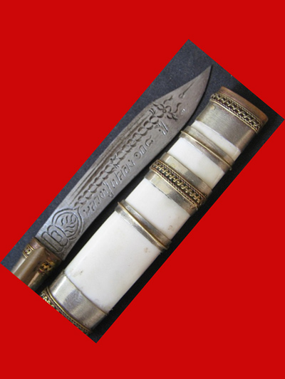 มีดหมอปากกา สามกษัตริย์ ขนาดใบมีด 2.5 นิ้ว  หลวงพ่อเปลื้อง วัดลาดยาว เกจิดังอายุกว่า 108 ปี สวยมาก 2