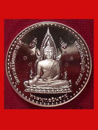 เหรียญพระพุทธชินราช สมเด็จพระนเรศวร เนื้อทองแดงขัดเงา ปี 2544 สวยเงาแว๊บ หายาก น่าบูชามากครับ