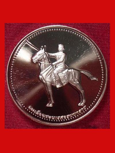 เหรียญพระพุทธชินราช สมเด็จพระนเรศวร เนื้อทองแดงขัดเงา ปี 2544 สวยเงาแว๊บ หายาก น่าบูชามากครับ 1