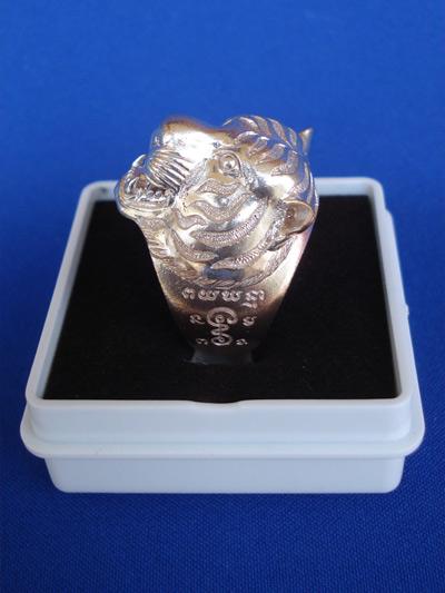 แหวนหัวเสือ เนื้อนวโลหะ หลวงพ่อฟู วัดบางสมัคร รุ่นแรก รุ่นอำนาจดีบารมีฟู ปี 2553 สุดสวย หายาก 4
