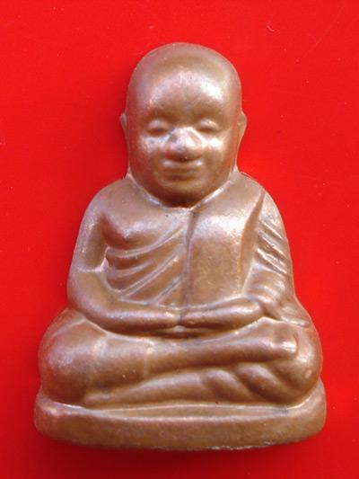 รูปหล่อปั๊มซีกหลวงพ่อเงิน บางคลาน กองทุน ๕๓ พิมพ์นับแบงค์ เนื้อทองแดง สุดยอดพิธีใหญ่แห่งปี สวยมาก