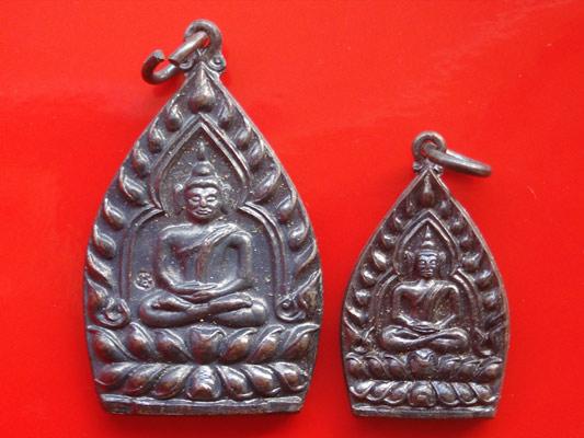 เหรียญเจ้าสัว หลวงพ่อเกษม เขมโก เนื้อทองแดงรมดำ พิมพ์ใหญ่กับเล็ก ปี 2535 เด่นทางด้านโชคลาภ ค้าขายดี