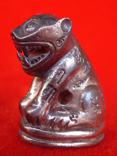 เสือหล่อ รุ่นแช่น้ำมนต์ไตรมาสฟู หลวงพ่อฟู วัดบางสมัคร เนื้อนวโลหะอุดกริ่งเงิน ปี 2553 สุดสวยเข้มขลัง