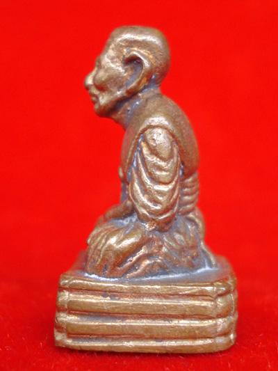 รูปหล่อหลวงพ่อทวด ประจำตระกูล พิมพ์เบตงฐานสูง เนื้อทองแดง พระแจกไม่มีจอง วัดห้วยมงคล ปี 2554 สุดสวย 2