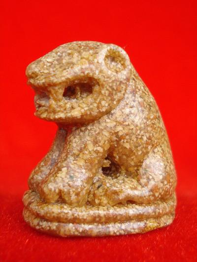 เสือบารมี เนื้อกระเบื้องโบสถ์ ย้อนยุค 100 ปี หลวงพ่อปาน วัดบางเหี้ย ปี 2552 สำหรับปีนี้ต้องบูชา