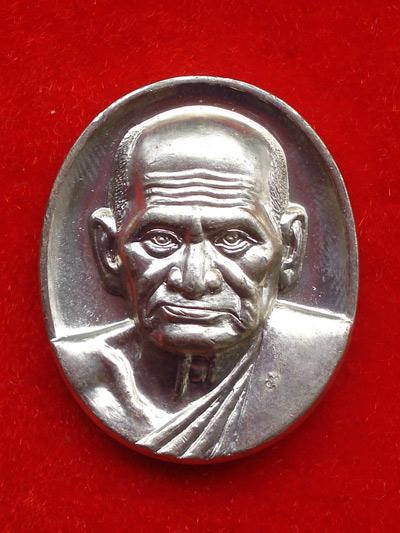 1 ใน 599 เหรียญรูปใข่หลวงพ่อเงิน บางคลาน รุ่นพระพิจิตร เนื้ออัลปาก้า ปี 2543 สุดสวย เข้มขลังหายาก