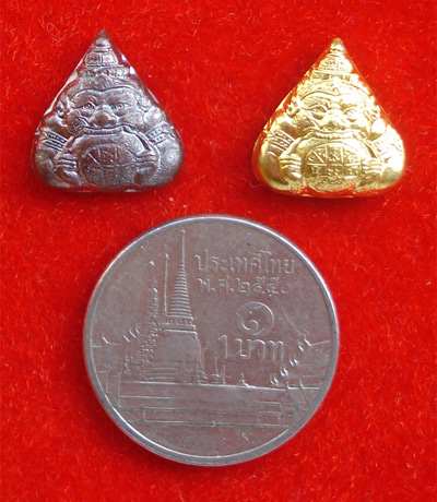เหรียญราหูอมจันทร์ หลังยันต์ ชุด 2 องค์ เนื้อกะไหล่ทอง และรมดำ วัดสุทัศนฯ ปี 2548 แก้ชงปีนี้ดีมาก 2