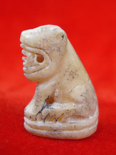 พยัคฆ์เขี้ยวแก้ว ตัวใหญ่ แกะจากเขี้ยวหมี หลวงปู่กาหลง รุ่นมหาบารมี ปี 48 สวยเข้มขลัง หายาก 1
