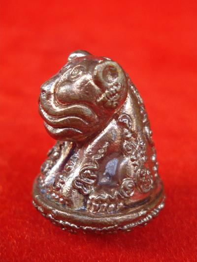 เสือหัวโต หลวงปู่วาส วัดสะพานสูง นนทบุรี เนื้อนวโลหะผิวไฟ ใต้ฐานอุดผง สวยเข้มขลัง หายากแล้ว