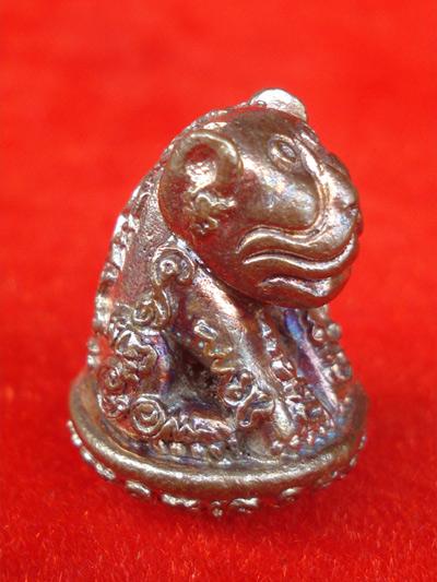 เสือหัวโต หลวงปู่วาส วัดสะพานสูง นนทบุรี เนื้อนวโลหะผิวไฟ ใต้ฐานอุดผง สวยเข้มขลัง หายากแล้ว 1