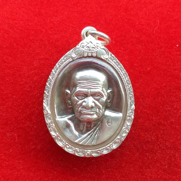 สวยแชมป์สุดหายาก เหรียญรูปใข่หลวงพ่อเงิน บางคลาน รุ่นพระพิจิตร เนื้อเงิน ปี 2543 พร้อมกรอบเงิน