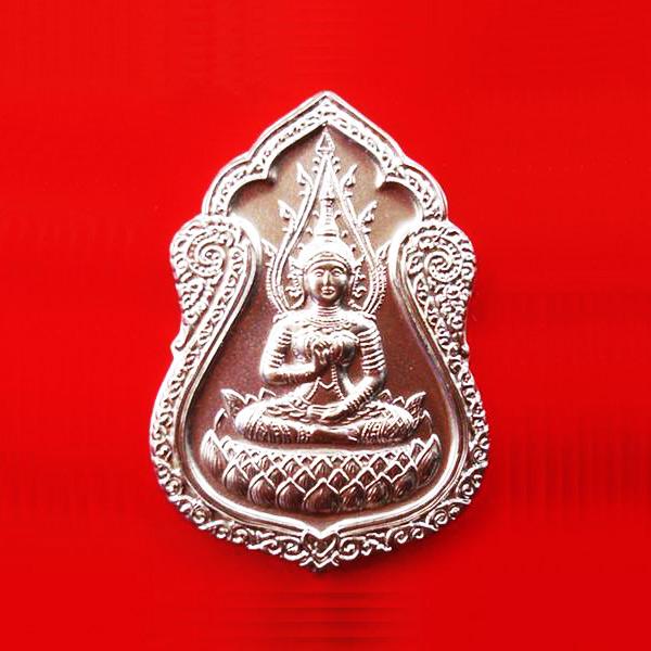 เหรียญกนก พระสุนทรีวาณี เนื้ออัลปาก้า วัดสุทัศนฯ ปี 2549 ดีด้านค้าขาย โชคลาภ มีใบคาถา สวยมาก