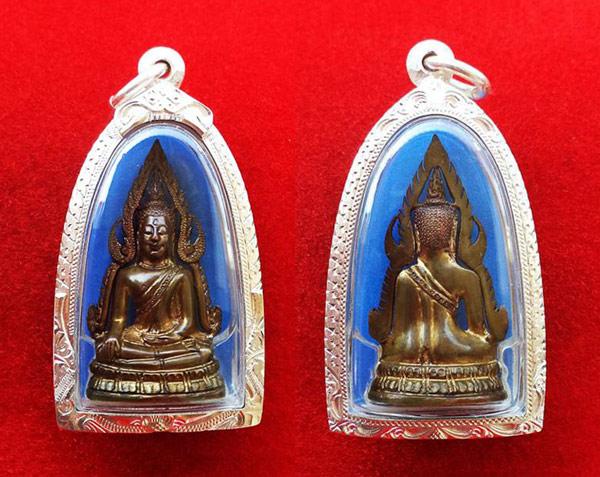 รูปหล่อพระพุทธชินราช พิมพ์แต่ง รุ่นธรรมจักร เนื้อทองทิพย์ วัดพระศรีมหาธาตุ ปี 2543 ตลับเงิน 3