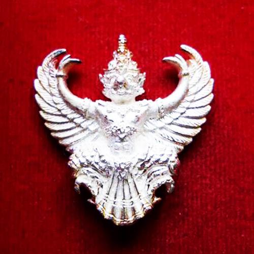 พญาครุฑ เนื้อเงิน พิมพ์ใหญ่ หลวงพ่อวราห์ วัดโพธิ์ทอง ครุฑ รุ่น ๙ หน้ามหาเศรษฐี สุดขลัง สุดสวย หายาก
