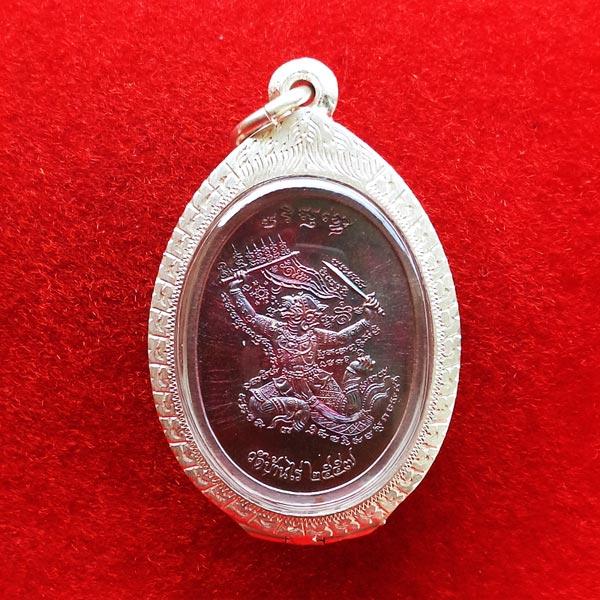 เหรียญหลวงพ่อคูณ มนต์พระกาฬปราบไพรี หลังหนุมานเชิญธง เนื้อทองแดงผิวรุ้ง ปลุกเสกโดยหลวงพ่อคูณ 2