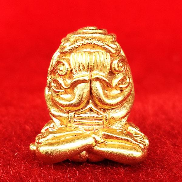 พระปิดตา อุตตโมยันต์ยุ่ง เจริญพร รุ่นแรก หลวงพ่อคูณ วัดบ้านไร่ เนื้อทองคำ หมายเลข ๔๓