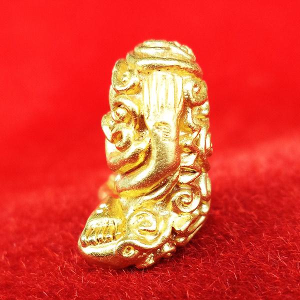 พระปิดตา อุตตโมยันต์ยุ่ง เจริญพร รุ่นแรก หลวงพ่อคูณ วัดบ้านไร่ เนื้อทองคำ หมายเลข ๔๓ 3