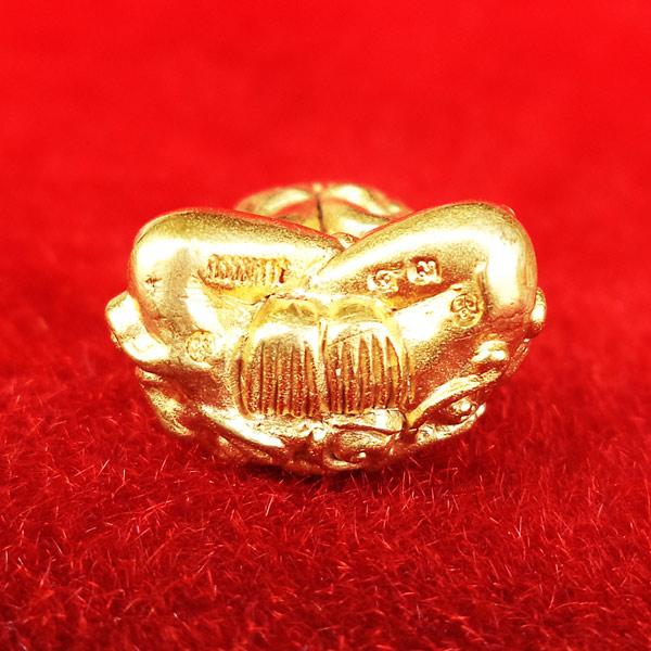 พระปิดตา อุตตโมยันต์ยุ่ง เจริญพร รุ่นแรก หลวงพ่อคูณ วัดบ้านไร่ เนื้อทองคำ หมายเลข ๔๓ 5