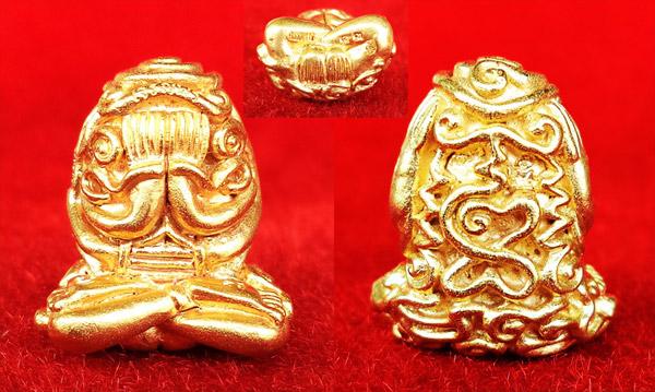 พระปิดตา อุตตโมยันต์ยุ่ง เจริญพร รุ่นแรก หลวงพ่อคูณ วัดบ้านไร่ เนื้อทองคำ หมายเลข ๔๓ 6