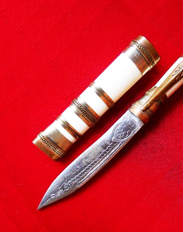 มีดหมอปากกา ขนาดใบมีด 2.5 นิ้ว ฝักกระดูก หลวงพ่อตี๋ วัดหูช้าง ตำรับหลวงพ่อเดิม สร้างน้อย สุดยอด 2