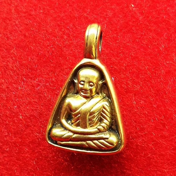เหรียญหลวงพ่อเงิน บางคลาน พิมพ์จอบเล็ก เนื้อทองเหลือง รุ่นมงคลมหาลาภ 51 เหรียญจอบเล็กที่สวยที่สุด