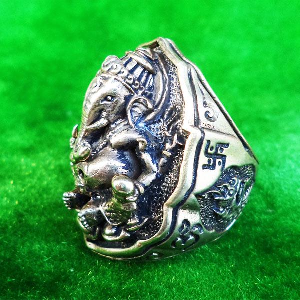 แหวนพระพิฆเนศ พิมพ์ใหญ่ เนื้ออัลปาก้า รุ่นมั่งมีศรีสุข หลวงปู่หงษ์ วัดเพชรบุรี ปี 2548 สวยมาก 1