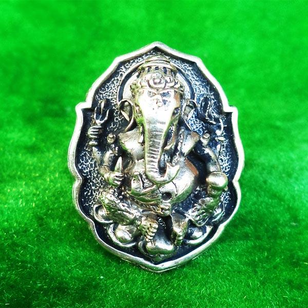 แหวนพระพิฆเนศ พิมพ์ใหญ่ เนื้ออัลปาก้า รุ่นมั่งมีศรีสุข หลวงปู่หงษ์ วัดเพชรบุรี ปี 2548 สวยมาก 2
