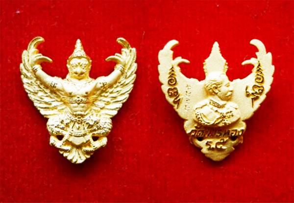 พญาครุฑ เนื้อทองคำ พิมพ์เล็ก (น้ำหนักประมาณ 4.0 กรัม) รุ่นมหาเศรษฐี หลวงพ่อวราห์ วัดโพธิ์ทอง ปี 2540 2