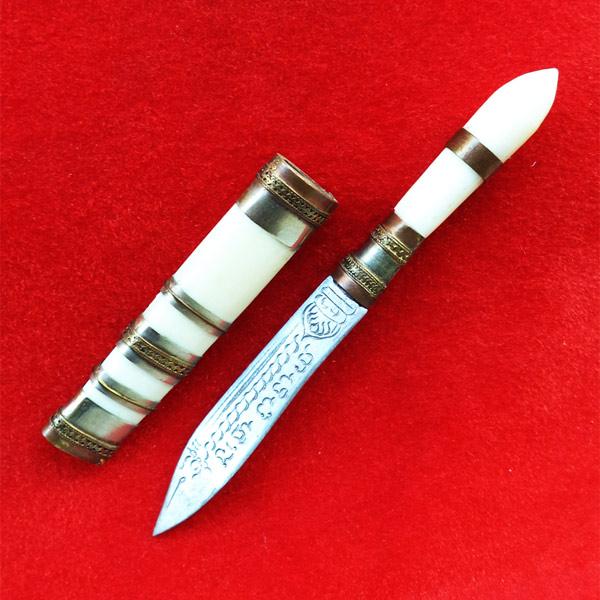 มีดหมอปากกา สามกษัตริย์ ขนาดใบมีด 2.5 นิ้ว  หลวงพ่อเปลื้อง วัดลาดยาว ปี 2553 นิยมมาก เริ่มหายากแล้ว 3
