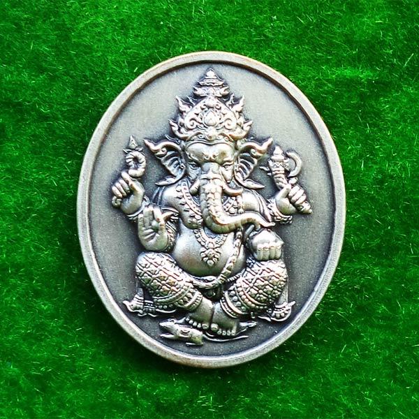 เหรียญพระพิฆเนศ มหามงคล รุ่น1 หลวงพ่ออิฏฐ์ วัดจุฬามณี เนื้อซาตินเงิน ปี 2555 สวยเข้มขลังน่าบูชา 1