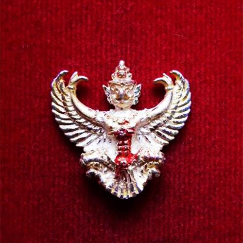 พญาครุฑ เนื้อเงิน พิมพ์เล็ก หลวงพ่อวราห์ วัดโพธิ์ทอง ครุฑ รุ่น ๙ หน้ามหาเศรษฐี มีแป้งเจิมสีแดง