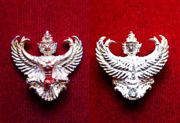 พญาครุฑ เนื้อเงิน พิมพ์เล็ก หลวงพ่อวราห์ วัดโพธิ์ทอง ครุฑ รุ่น ๙ หน้ามหาเศรษฐี มีแป้งเจิมสีแดง 2