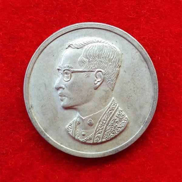 เหรียญคุ้มเกล้า เนื้อเงิน สร้างโรงพยาบาลภูมิพลฯ พิธีใหญ่กองทัพอากาศสร้าง ปี 2522 นิยมมาก 41 1