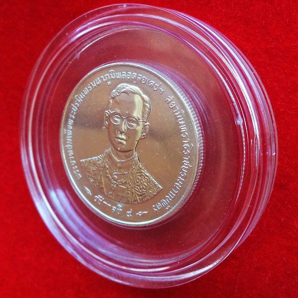 เหรียญในหลวงรัชกาลที่ 9 ฉลองกาญจนาภิเษก 50 ปี เนื้อเงิน กรมธนารักษ์สร้าง ปี 2539