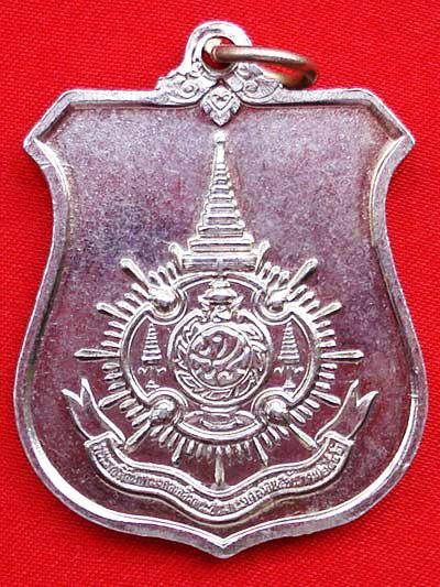 เหรียญโล่ห์ในหลวงพระชนมายุ 72 พรรษา เนื้ออัลปาก้า กระทรวงมหาดไทย สร้าง ปี 2542 สวยไม่ค่อยพบเห็น 2