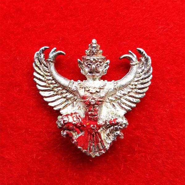 พญาครุฑ เนื้อเงิน พิมพ์เล็ก หลวงพ่อวราห์ วัดโพธิ์ทอง ครุฑ รุ่น ๙ หน้ามหาเศรษฐี มีแป้งเจิมสีแดง หายาก