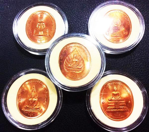 เหรียญในหลวง พระพุทธปัญจภาคี เนื้อทองแดง เฉลิมฉลองในพระราชพิธีกาญจนาภิเษก ปี2539 ตลับเดิม 3