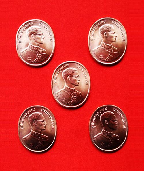 เหรียญในหลวง พระพุทธปัญจภาคี เนื้อทองแดง เฉลิมฉลองในพระราชพิธีกาญจนาภิเษก ปี2539 ตลับเดิม