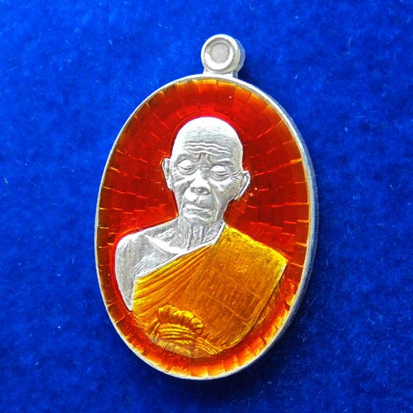 เหรียญรูปไข่ พิมพ์ครึ่งองค์ หลังยันต์ หลวงพ่อคูณ วัดบ้านไร่ รุ่นปาฏิหาริย์ EOD เนื้อเงินลงยาสีส้ม