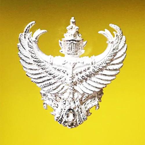 พญาครุฑ เนื้อเงิน พิมพ์ใหญ่ หลวงพ่อวราห์ วัดโพธิ์ทอง ครุฑ รุ่น ๙ หน้ามหาเศรษฐี สุดขลัง สุดสวย หายาก 1