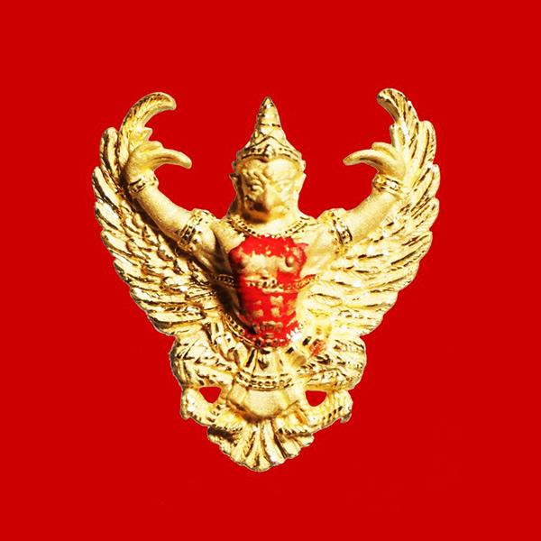 พญาครุฑ เนื้อทองคำ พิมพ์เล็ก รุ่นมหาเศรษฐี หลวงพ่อวราห์ วัดโพธิ์ทอง ปี 2540 มีแป้งเจิมสีแดง และจาร