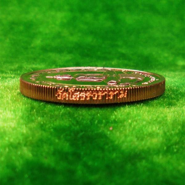 เหรียญรูปไข่หลวงพ่อโสธร วัดโสธรวรารามวรวิหาร จ.ฉะเชิงเทรา พิมพ์สองหน้า เนื้อทองแดงขัดเงา ปี 2542 2