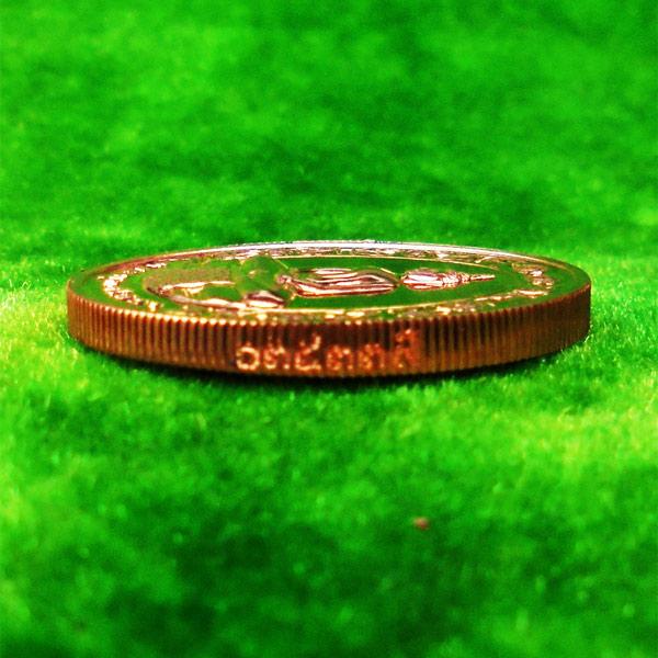 เหรียญรูปไข่หลวงพ่อโสธร วัดโสธรวรารามวรวิหาร จ.ฉะเชิงเทรา พิมพ์สองหน้า เนื้อทองแดงขัดเงา ปี 2542 3