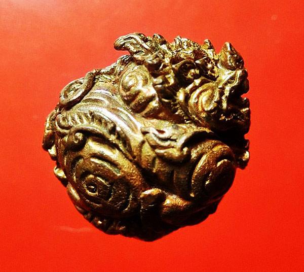 ลูกอมสิงหราช บรรจุกริ่ง เนื้อนวโลหะ หลวงปู่หงษ์ วัดเพชรบุรี สุรินทร์ ปี 2546 สวยเข้มขลัง 1