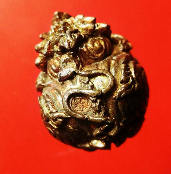 ลูกอมสิงหราช บรรจุกริ่ง เนื้อนวโลหะ หลวงปู่หงษ์ วัดเพชรบุรี สุรินทร์ ปี 2546 สวยเข้มขลัง 2