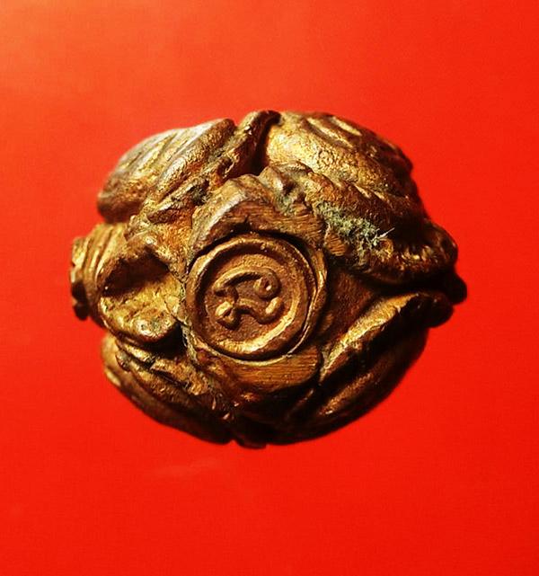 ลูกอมสิงหราช บรรจุกริ่ง เนื้อนวโลหะ หลวงปู่หงษ์ วัดเพชรบุรี สุรินทร์ ปี 2546 สวยเข้มขลัง 4